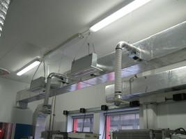 Circuits aérauliques dans une salle de travaux pratiques du CETIAT